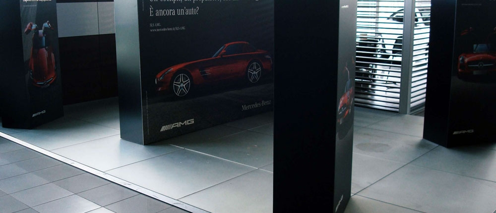 Allestimento-Totem-Concessionario-Mercedes